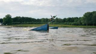 Noorder Wakeboard Challenge actiefoto bij Watersportcentre Veendam in Veendam, Groningen.